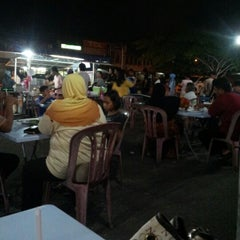 Photo taken at Pak Wan Roti Canai by Puteridiana L. on 9/12/2012