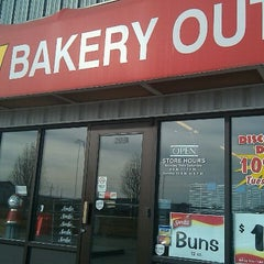 Photo taken at Old Home Bakery Outlet by $herri ❤️ S. on 1/30/2011