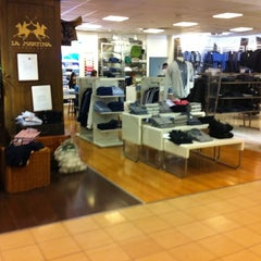 Photo taken at Falabella by Mauricio L. on 3/13/2012