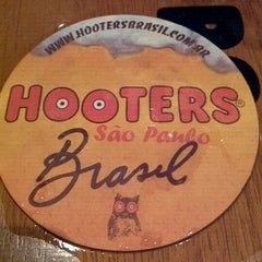 Photo taken at Hooters by Victor H. on 12/28/2011