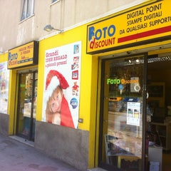 Photo taken at Foto Discount by Pasquale d. on 5/2/2012