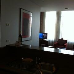 Photo taken at Adina Apartment Hotel by Ricki on 5/19/2012