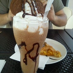 Photo taken at Primo's Cafe Gourmet by Lorena R. on 4/30/2012