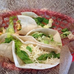 Photo taken at Chipotle Mexican Grill by iCPtaxi 3. on 8/5/2012