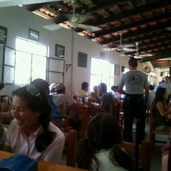 Photo taken at Las 8 tostadas by Dafne R. on 3/30/2012