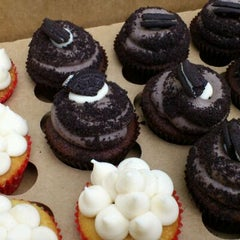 Photo taken at Lola Cookies & Treats by kitsVA on 9/10/2011