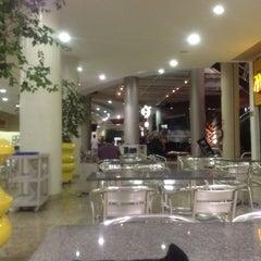 Photo taken at Shopping Buena Vista by Ubirajara O. on 5/21/2012