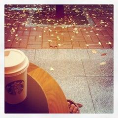 Das Foto wurde bei Starbucks von Junhong K. am 10/29/2011 aufgenommen