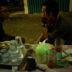 Photo taken at Pecel Suzanna (Kertajaya Raya) by ahmad s. on 8/19/2011