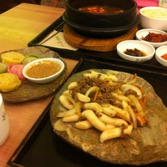 Photo taken at 본비빔밥 인사동점 by seonhee p. on 10/4/2011