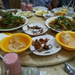 Photo taken at Original Penang Kayu Nasi Kandar by Ahmad Nazaril A. on 7/4/2012