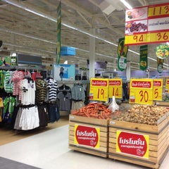 Photo taken at Tesco Lotus (เทสโก้ โลตัส) by Andrey F. on 3/8/2012