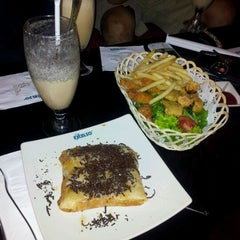 Photo taken at de`EXCELSO by valianti c. on 1/31/2012