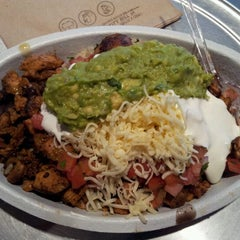 Photo taken at Chipotle Mexican Grill by Roman K. on 11/6/2011