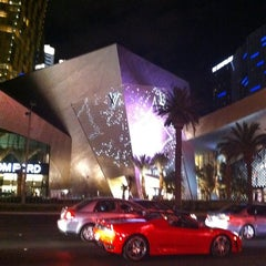 Photo taken at Louis Vuitton Las Vegas CityCenter by Damien S. on 7/19/2011