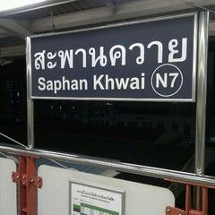 Photo taken at BTS สะพานควาย (Saphan Khwai) N7 by Pisit U. on 9/20/2011