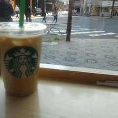 Photo taken at Starbucks Coffee 神田駅前店 by といつ on 11/7/2011