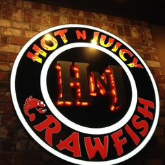 Photo taken at Hot N Juicy Crawfish by Kimberly L. on 8/25/2012