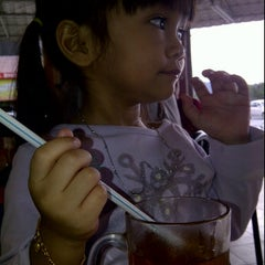 Photo taken at Restoran Al-Bidayah by Aween I. on 1/21/2012