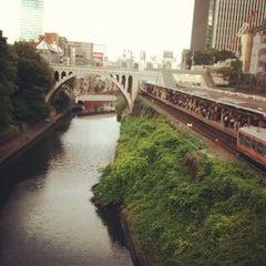 Photo taken at 御茶ノ水駅 (Ochanomizu Sta.) by Julian J. on 6/13/2012