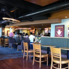 Photo taken at Starbucks by Rubén M. on 10/15/2011
