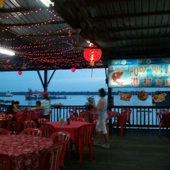 Photo taken at 港村海鲜楼 Port Village (Tanjung Harapan) by Calvin L. on 1/19/2012