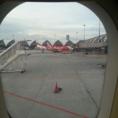 Photo taken at Gate A4 by Chartchai S. on 8/20/2012