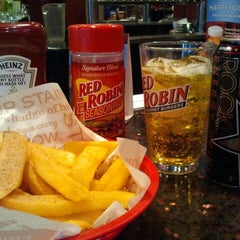 Photo taken at Red Robin Gourmet Burgers by Your Boy Rue on 3/1/2012