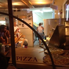Photo taken at Giuseppe Pizza (ג'וספה פיצה) by Nessy K. on 8/11/2012