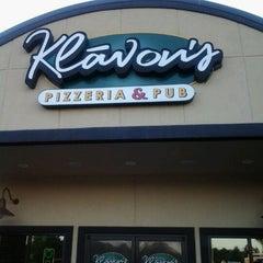 Photo taken at Klávon's Pizzeria & Pub by Shawn W. on 6/8/2012