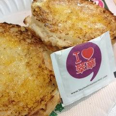 Photo taken at Tsui Wah Restaurant 翠華餐廳 by Natta K. on 8/19/2012