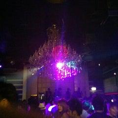 Photo taken at FabriQue & Bar Rouge (แฟบบริค) by TAЯм on 7/4/2012