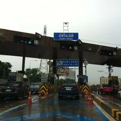 Photo taken at ทางพิเศษศรีรัช ส่วน C (Si Rat Expressway Sector C) by PEMIKA P. on 7/30/2012