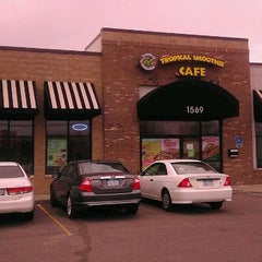 Photo taken at Tropical Smoothie Cafe by Charles S. on 11/17/2011