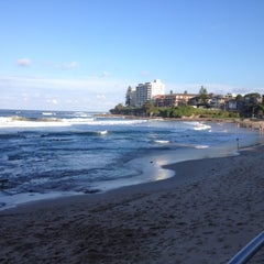 Photo taken at South Cronulla Beach by Lyndee C. on 4/21/2012