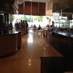 Photo taken at Warisan Cafe Royale Chulan by Liyana A. on 3/12/2012