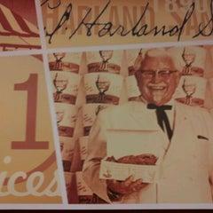 Photo taken at KFC by Alejandro™ on 10/3/2011