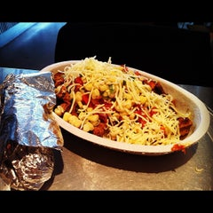 Photo taken at Chipotle Mexican Grill by Tohru K. on 11/17/2011