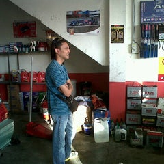 Photo taken at Ahmad Service Centre by Amir-KЯB™ on 1/6/2012
