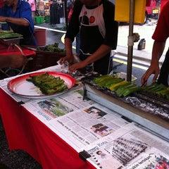 Photo taken at Pasar Malam TTDI by Mohd Razif S. on 4/10/2011