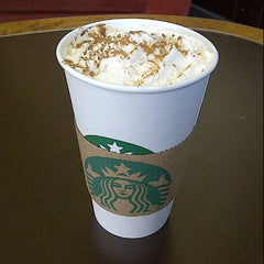 Photo taken at Starbucks by Alexandre B. on 9/13/2012