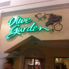 Photo taken at Olive Garden by irving v. on 2/27/2011
