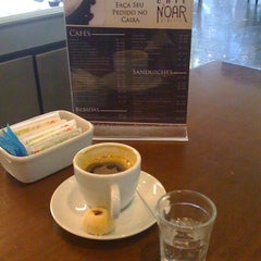 Photo taken at Café Noar by Paulo C. on 7/2/2011