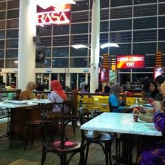 Photo taken at RASA Food Arena (Medan Selera) by Huda Pink on 7/18/2011