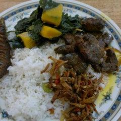 Photo taken at Restoran Hatinie by Eyra J. on 12/7/2011