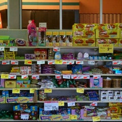 Photo taken at Giant Eagle Supermarket by Suzana Lee T. on 4/26/2011