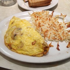 Photo taken at David's Delicatessen & Restaurant by Keith H. on 6/21/2012