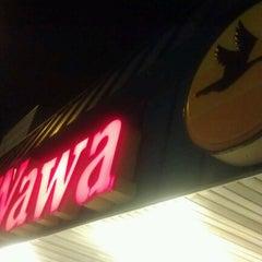 Photo taken at Wawa Food Market #191 by Shok on 9/1/2012