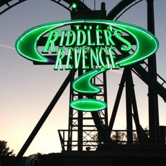 Photo taken at The Riddler's Revenge by Jose R. on 2/26/2012