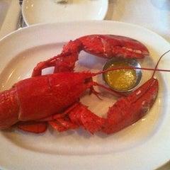 Photo taken at Legal Sea Foods - Downtown Atlanta by Emily B. on 6/26/2012